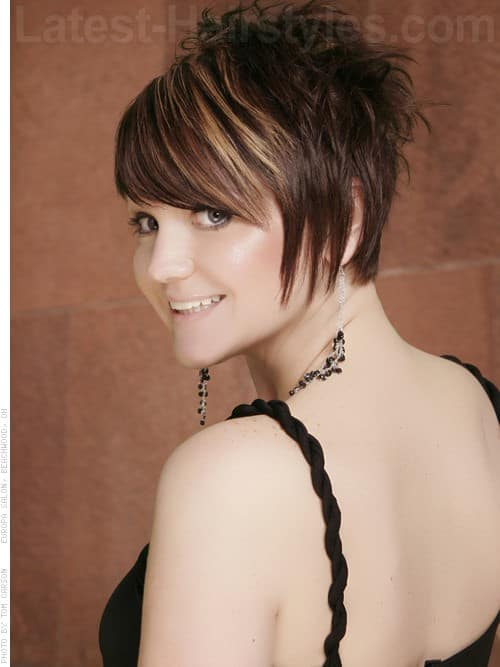 30 Superb Short Hairstyles For Women Over 40-15
