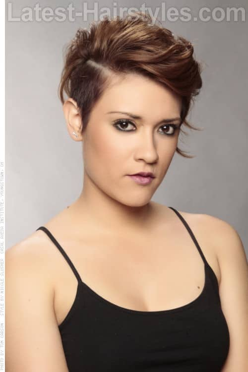 30 Superb Short Hairstyles For Women Over 40-16