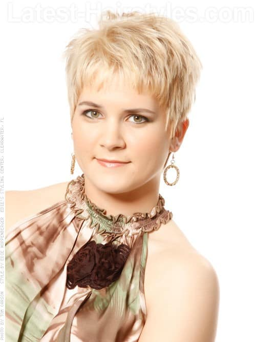 30 Superb Short Hairstyles For Women Over 40-23