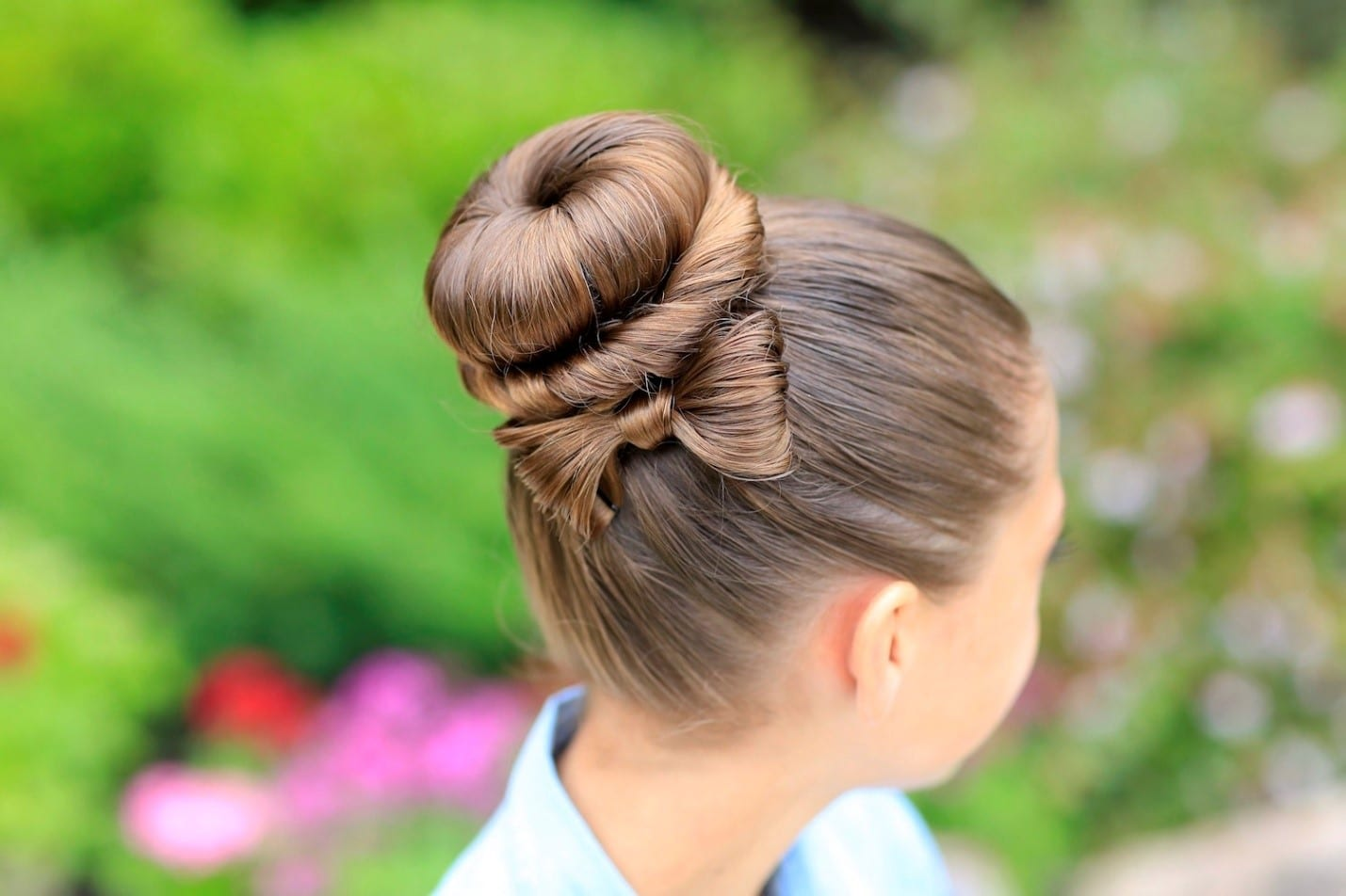 Bow Bun-Best Hairdo Ideas for Busy Young Women-4