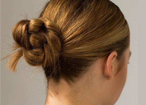 Knotted Bun-Best Hairdo Ideas for Busy Young Women-14