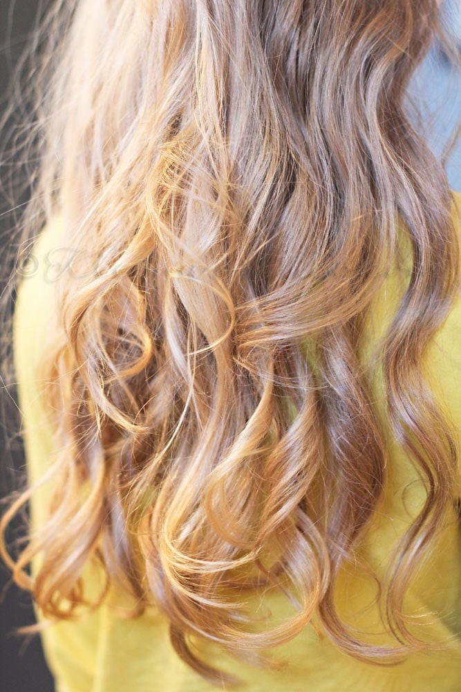 Messy Beach Way Curls-Best Hairdo Ideas for Busy Young Women-12