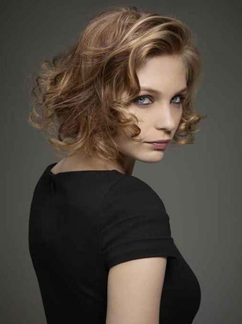Short curly hair for that innocent look-15 Short Hairstyles for Women-12