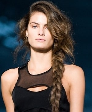 Side Braid-Best Hairdo Ideas for Busy Young Women-9