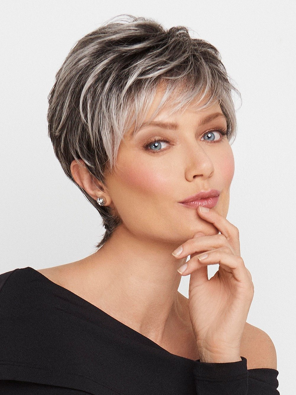 30 Superb Short Hairstyles For Women Over 40 Stylendesigns