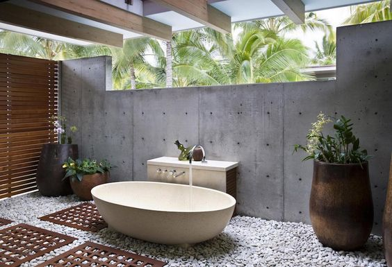 Nice Outdoor Spa & Hot Tub Design With Rock